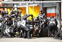 Nico Hulkenberg, Sahara Force India F1 VJM09 hace una parada en boxes