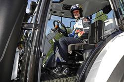 Jari-Matti Latvala, Volkswagen Motorsport met een tractor voor competitie