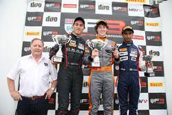 Pemenang Matheus Leist, Double R Racing, peringkat kedua Thomas Randle, Douglas Motorsport, peringka
