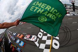 Inicio: Erik Jones, Joe Gibbs Racing Toyota líder