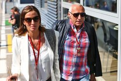 Dietrich Mateschitz, CEO dan Founder of Red Bull bersama his girlfriend Marion Feichtner