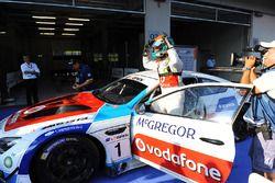 Yarış galibi #1 BMW Team Teo Martin, BMW M6 GT3: Miguel Ramos, Pieter Schothorst