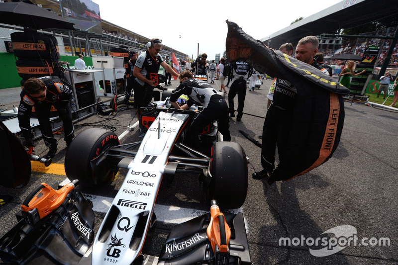 Sergio Perez, Sahara Force India F1 VJM09 on the grid