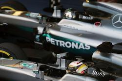 Le vainqueur Nico Rosberg, Mercedes AMG F1 Team, le deuxième, Lewis Hamilton, Mercedes AMG F1 Team dans le Parc Fermé