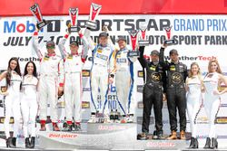 PC podium: ganadores #54 CORE autosport Oreca FLM09: Jon Bennett, Colin Braun, segundos #8 Starworks