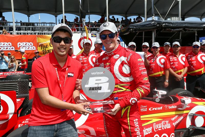 Ganador de la pole Scott Dixon, Chip Ganassi Racing Chevrolet