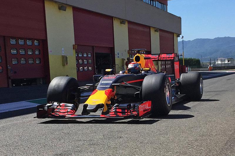 Sébastien Buemi, Red Bull Racing probando las nuevas Pirelli de 2017