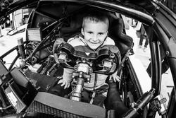 A happy young fan di #63 Corvette Racing - GM Chevrolet Corvette C7R