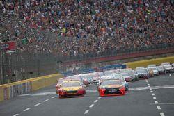 Start: Martin Truex Jr., Furniture Row Racing Toyota memimpin