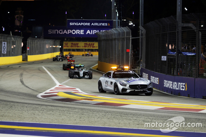 Nico Rosberg, Mercedes AMG F1 W07 Hybrid leads behind the FIA Safety Car