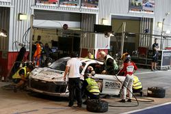Pit stop, #248 Phoenix Racing Audi R8 LMS GT4: Philip Ellis, Joonas Lappalainen, Gosia Rdest, John-L