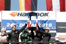 Podium: Racewinnaar #2 Black Falcon Mercedes-AMG GT3: Abdulaziz Al Faisal, Hubert Haupt, Yelmer Buur