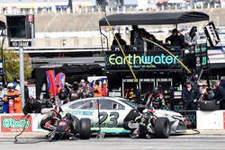 Gray Gaulding, BK Racing, Toyota Camry Earthwater, effettua un pit stop