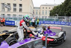 Lucas di Grassi, Audi Sport ABT Schaeffler, félicite Sam Bird, DS Virgin Racing