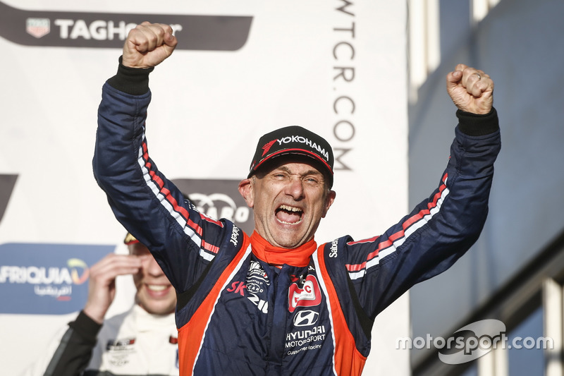Podio: il vincitore della gara Gabriele Tarquini, BRC Racing Team Hyundai i30 N TCR