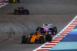 Fernando Alonso, McLaren MCL33 Renault, Esteban Ocon, Force India VJM11 Mercedes, and Brendon Hartley, Toro Rosso STR13 Honda