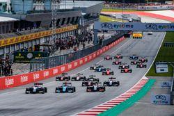 Ryan Tveter, Trident leads David Beckmann, Jenzer Motorsport, Giuliano Alesi, Trident, y el resto del grupo al inicio de la carrera