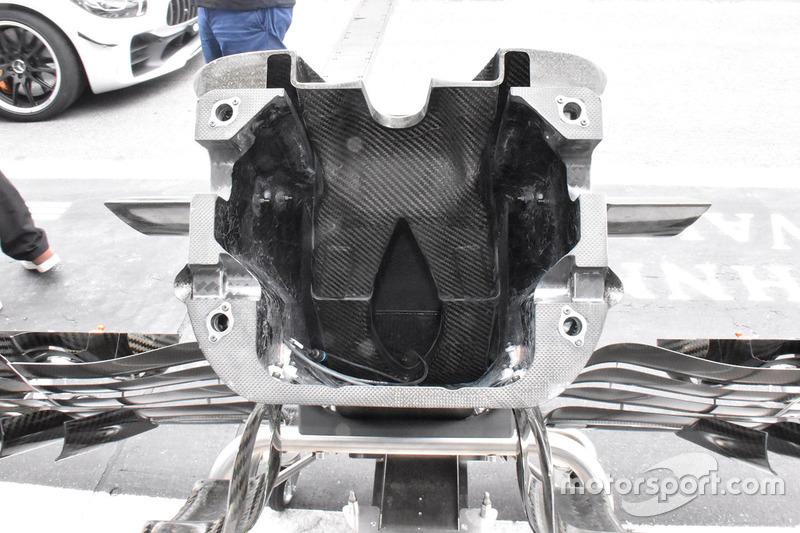 Detalle del morro del Scuderia Toro Rosso STR13
