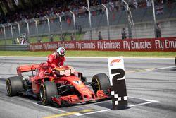 Kimi Raikkonen, Ferrari SF71H en parc ferme