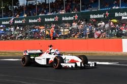 Jenson Button, pilota della biposto F1 Experiences e il passeggero della biposto F1 Experiences, Guy Martin