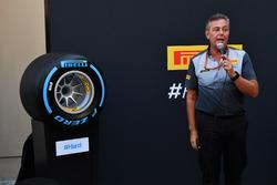 Mario Isola, sportief directeur Pirelli tijdens de presentatie van de 2018-banden
