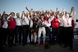 Daniel Abt, Audi Sport ABT Schaeffler, festeggia dopo aver vinto la gara