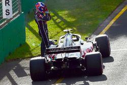 Romain Grosjean, Haas F1 Team VF-18, après son abandon