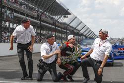 1. Will Power, Team Penske Chevrolet, mit Jonathan Gibson, Bud Denker und Tim Cindric
