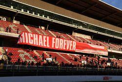Fans y banderas de Michael Schumacher