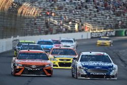 Danica Patrick, Stewart-Haas Racing Ford, Daniel Suarez, Joe Gibbs Racing Toyota