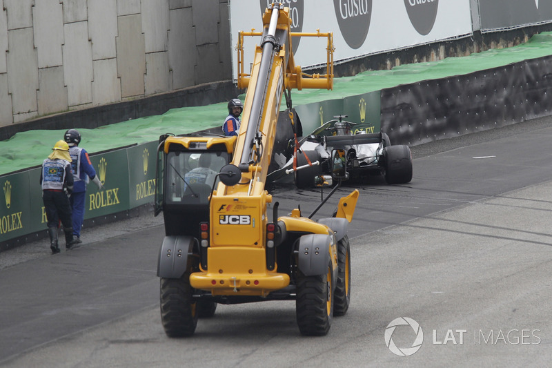 The crashed car of Lewis Hamilton, Mercedes-Benz F1 is recovered in Q1