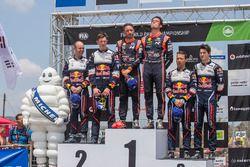 Podio: Los ganadores Thierry Neuville, Nicolas Gilsoul, Hyundai Motorsport, segundos place Elfyn Evans, Daniel Barritt, M-Sport