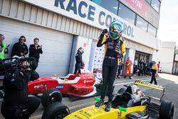 Racewinnaar Max Fewtrell, R-Ace Gp