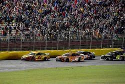 Joey Logano, Team Penske, Ford Fusion Shell Pennzoil e Daniel Suarez, Joe Gibbs Racing, Toyota Camry ARRIS