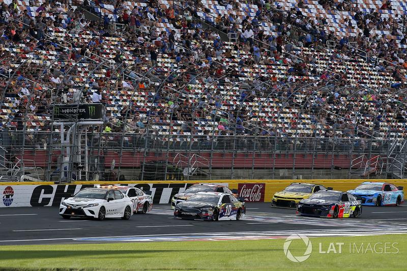 Aric Almirola, Stewart-Haas Racing, Ford Fusion Smithfield/Waffle House Alex Bowman, Hendrick Motorsports, Chevrolet Camaro Axalta