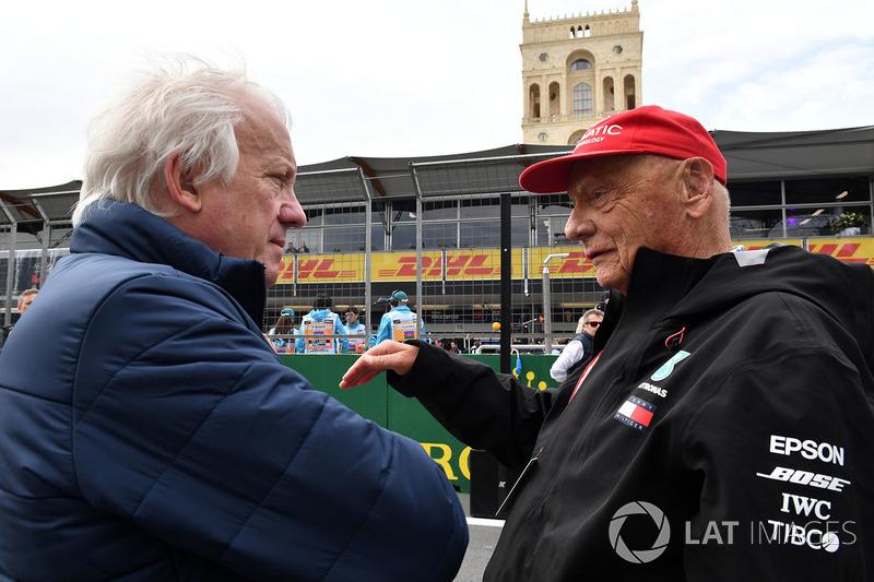 Charlie Whiting, Delegato FIA e Niki Lauda, Presidente Non Esecutivo Mercedes AMG F1, in griglia