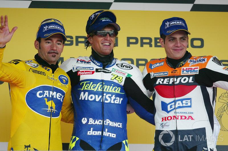 Podio: 1º Sete Gibernau, 2º Max Biaggi, Honda, 3º Alex Barros