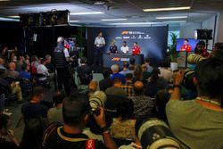 Una amplia vista de la Conferencia de prensa de pilotos con Daniel Ricciardo, Red Bull Racing, Lewis