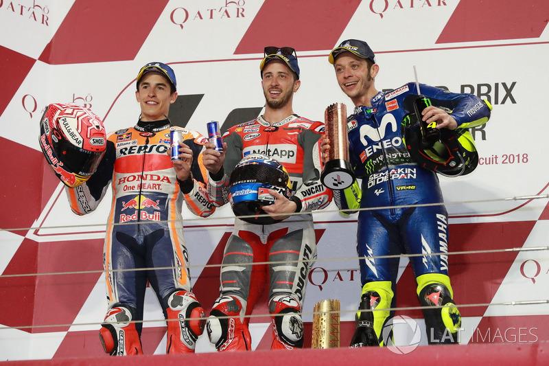 Podium: segundo, Marc Marquez, Repsol Honda Team, ganador, Andrea Dovizioso, Ducati Team, tercero, Valentino Rossi, Yamaha Factory Racing, Qatar MotoGP 2018