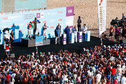 Jean-Eric Vergne, Techeetah, viert feest op het podium met Lucas di Grassi, Audi Sport ABT Schaeffle