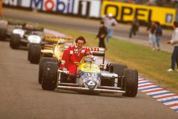 Nelson Piquet, Williams FW11B Honda gives Alain Prost, McLaren TAG Porsche a lift