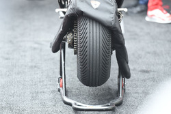 Race winner Andrea Dovizioso, Ducati Team tyre detail