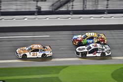 Paul Menard, Wood Brothers Racing Ford Fusion, Kevin Harvick, Stewart-Haas Racing Ford Fusion, Kyle