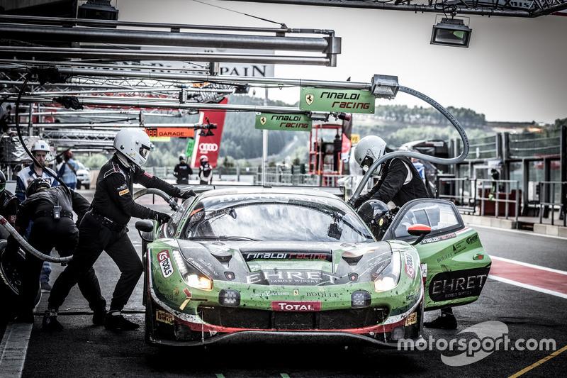 Pit stop, #488 Rinaldi Racing Ferrari 488 GT3: Pierre Ehret, Rick Yoon, Murad Sultanov, Nick Boulle