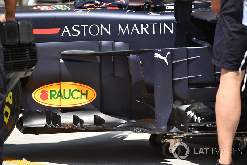Red Bull RB14 bargeboard