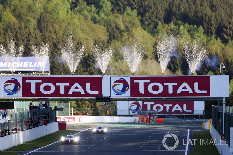 Победители гонки №8 Toyota Gazoo Racing Toyota TS050: Себастьен Буэми, Казуки Накаджима, Фернандо Алонсо