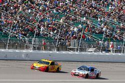 Joey Logano, Team Penske, Ford Fusion Chris Buescher, JTG Daugherty Racing Chevrolet