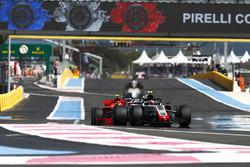 Kevin Magnussen, Haas F1 Team VF-18, Kimi Raikkonen, Ferrari SF71H