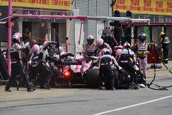 Sergio Perez, Force India VJM11 au stand