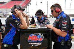 Christian Eckes, Kyle Busch Motorsports, Toyota Tundra Mobil 1 crew